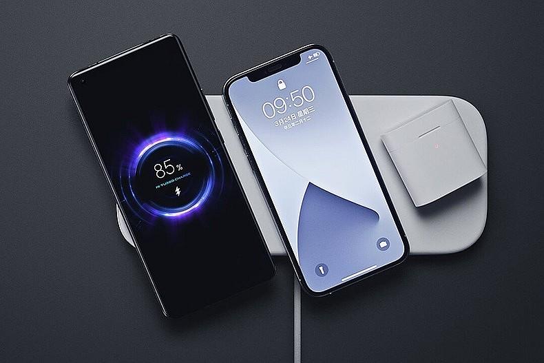 Xiaomi Mi Multi-Coil Fast Wireless Charging Pad позволяет заряжать сразу три устройства одновременно