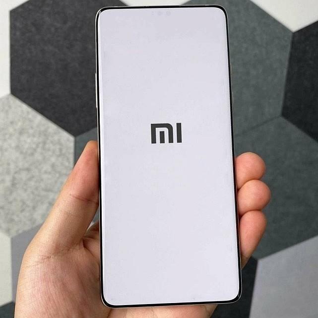 Вероятное изображение полноэкранного дисплея Xiaomi Mi Mix 4