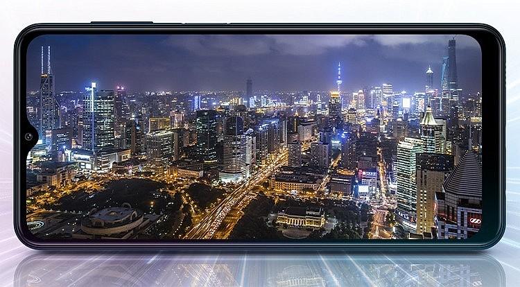 Samsung Galaxy M12 имеет 6,5-дюймовый Infinity-V дисплей с разрешением HD+ (1600 × 720 пикселей)