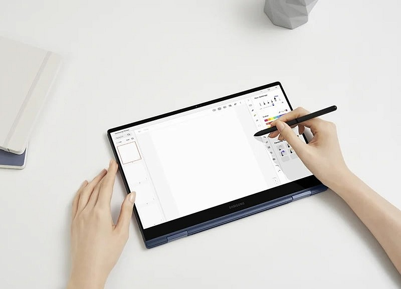 Модель Samsung Galaxy Book Pro 360 оснащена сенсорным экраном Super AMOLED с поддержкой работы стилуса S-Pen